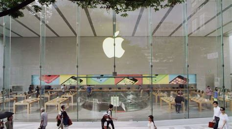 """Apple celebrates """"stunning"""" new store opening in Tokyo"""