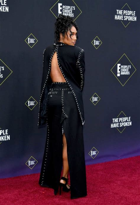 Candice Patton Attends 2019 E! People's Choice Awards at